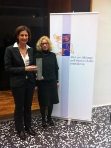 Die Wissenschafterin des Jahres 2011, Sabine Ladstätter (li) und die Vorsitzende des Klubs der Bildungs- und Wissenschaftsjournalisten, Elisabeth Nöstlinger